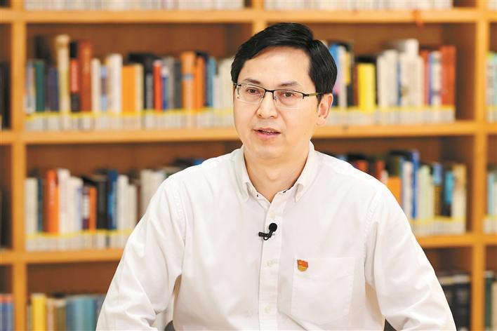 龙岗区委书记张礼卫接受深圳特区报记者专访