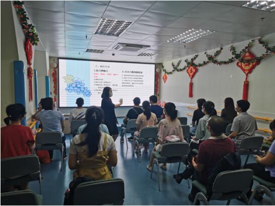 布吉职康片区老师与工作人员进行互动.jpg
