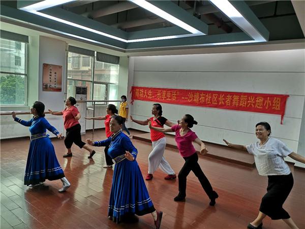 图片二:舞蹈老师带领组员舞蹈节奏练习,完成舞蹈动作.jpg